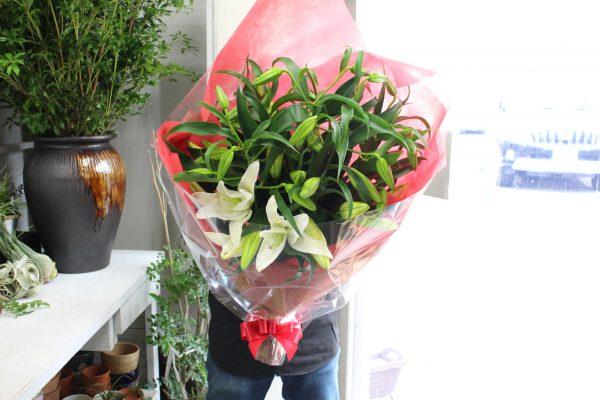 還暦祝いのカサブランカの花束