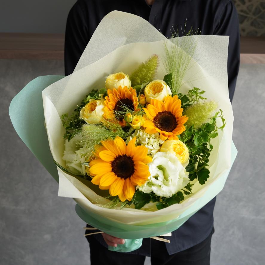 お供え花用の向日葵を使用した花束