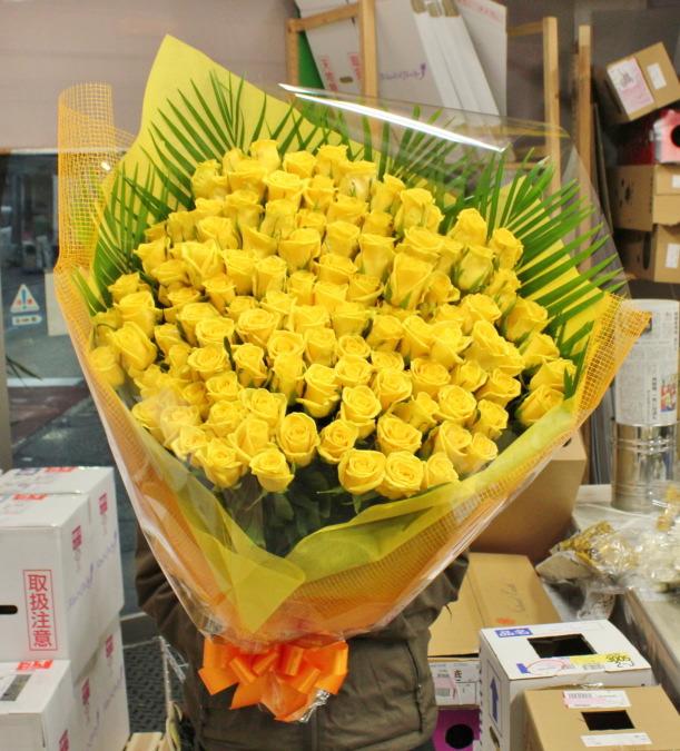 プロポーズの黄色バラ100本の花束