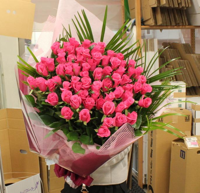 お誕生日のピンクバラの花束