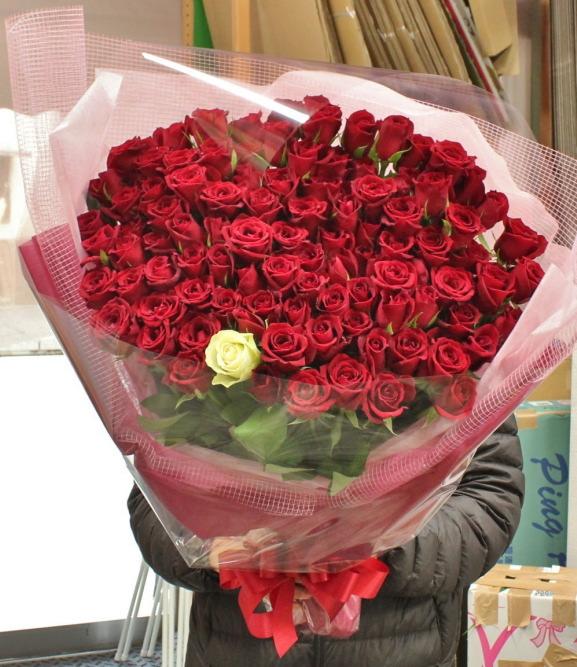 結婚式で新婦様にお渡しするバラの花束