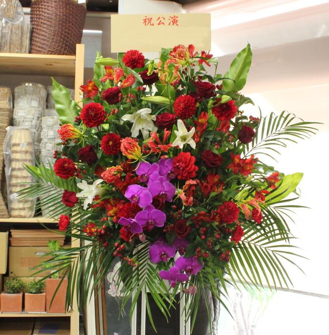 中央区にあるシアターBRAVA!にお届けのスタンド花です。