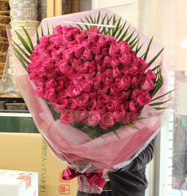 プロポーズのオールフォーラブ、バラの花束