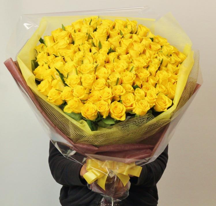 黄色バラ100本の花束