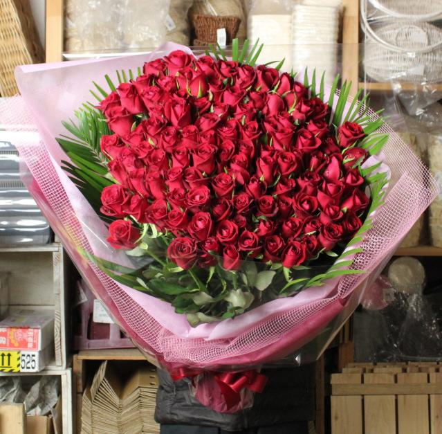結婚祝いのバラの花束
