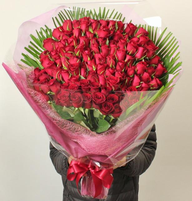ギネス認定のお祝い・赤いバラ100本の花束