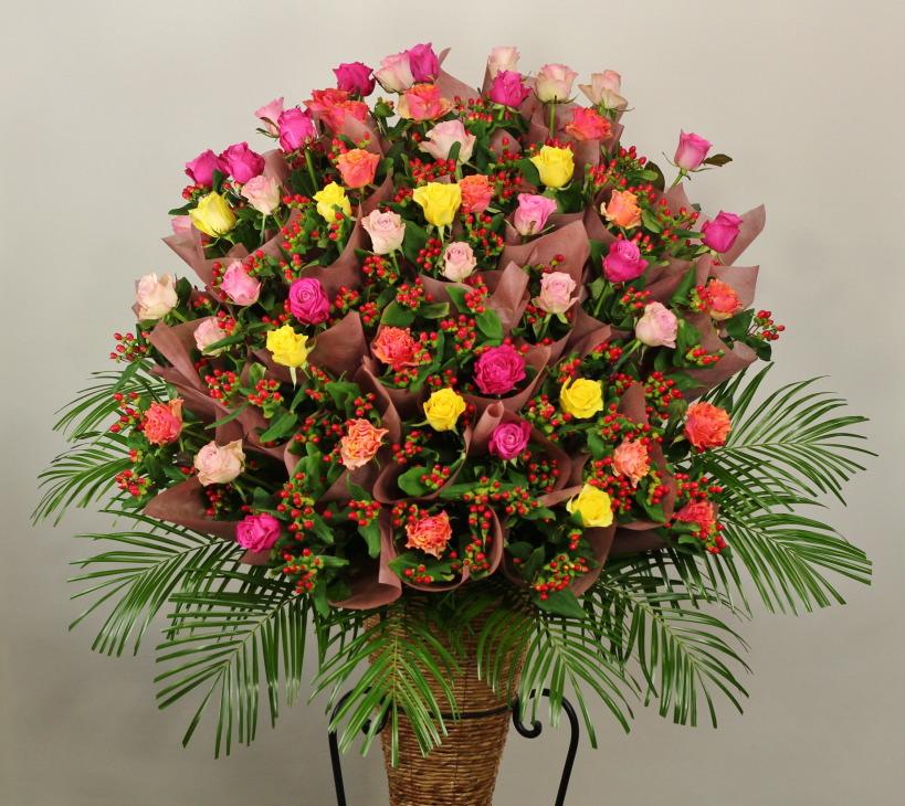 豊中市のゆやホールにお届けのスタンド花です。