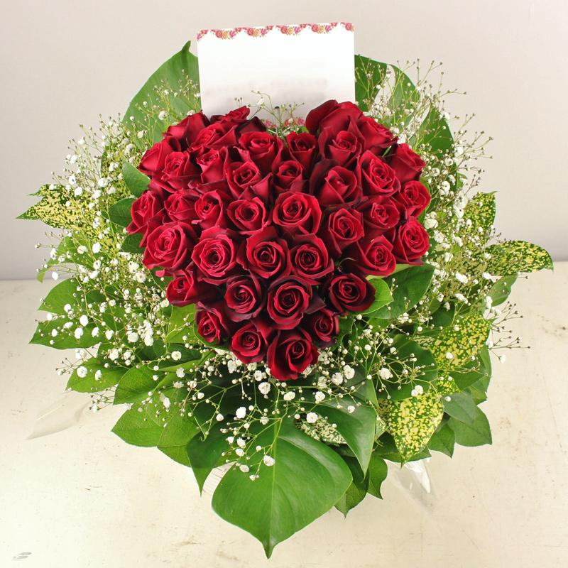 還暦のお祝いに赤いバラのハートローズアレンジメント
