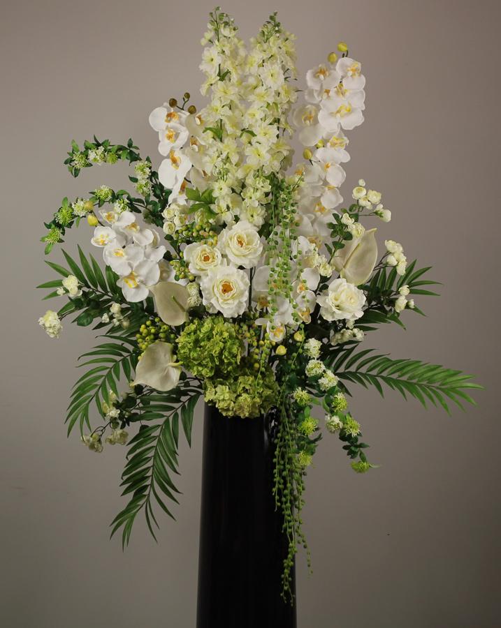 梅田のクリニック様に活け込みのお花です。ちなみに造花です。