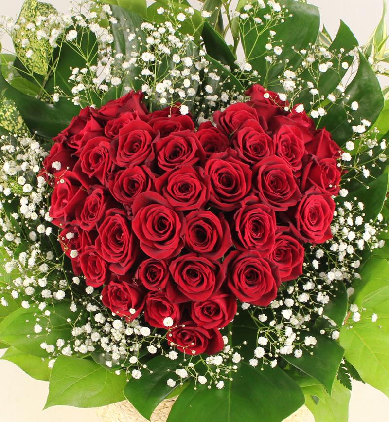 プロポーズに赤いバラのハートローズアレンジメント